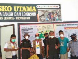 Belasan Pemuda Nduaria Bantu Korban Bencana Alam di Adonara dan Lembata