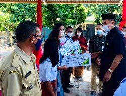 Bupati Ende Serahkan Santunan Kematian, Bantuan Beasiswa, dan Dokumen Kependudukan di Nangapanda