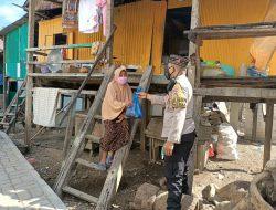 Polres Manggarai Barat Bagikan 300 Paket Daging Qurban Bagi Warga Kurang Mampu