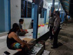 Cagah Penyebaran Covid -19, Kapolsek Maurole Lakukan Patroli Malam Himbau Warga Patuhi Prokes