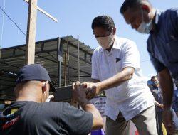Bedah Rumah Menfaatkan Limba PLTU Ropa, Bupati bersama Uskup Agung Ende Letakan Batu Pertama